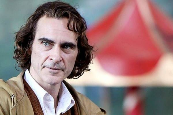 Joaquin Phoenix resuelve otra gran teoría — Joker