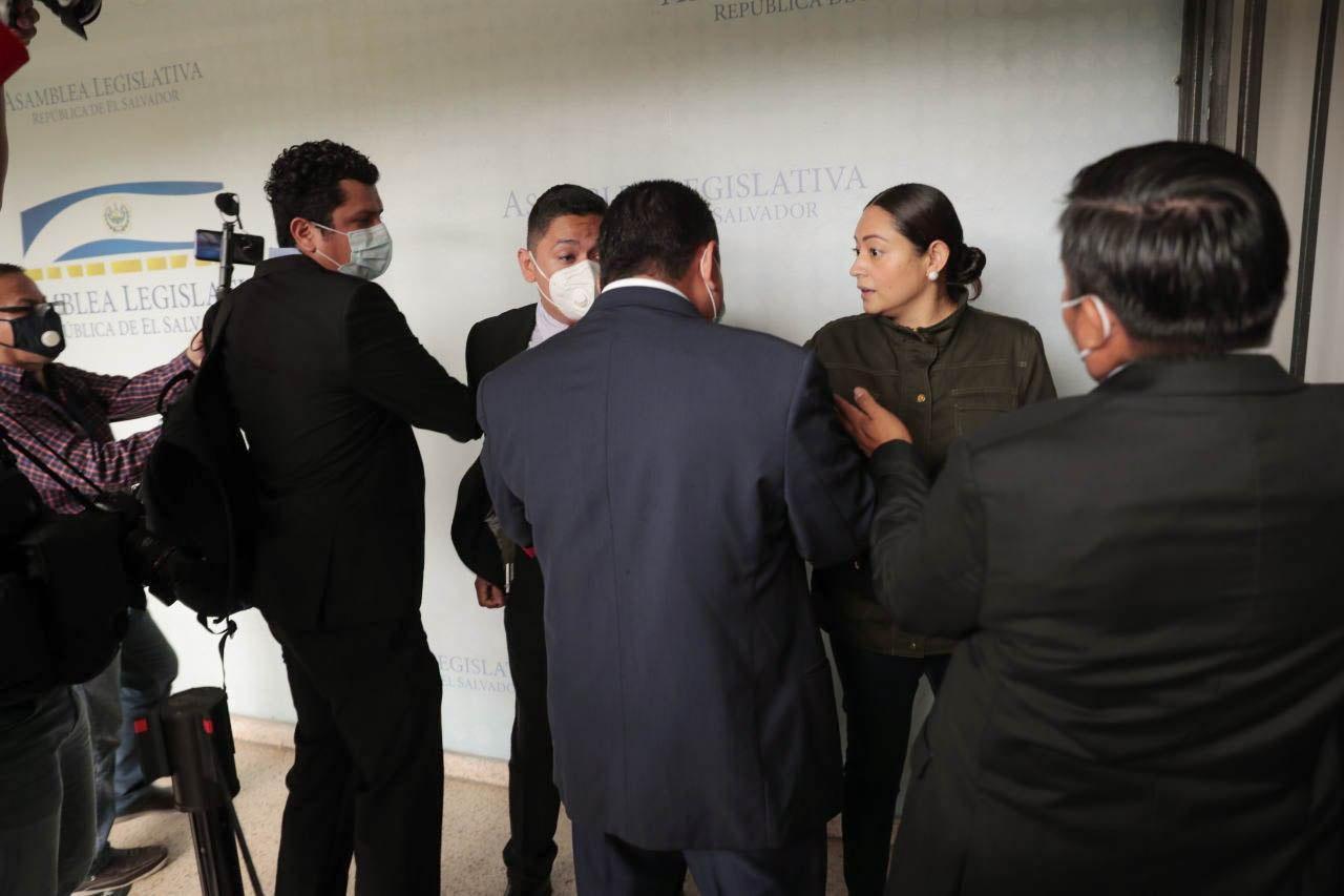 Ministro salvadoreño niega que Ejército se haya tomado el Congreso en febrero