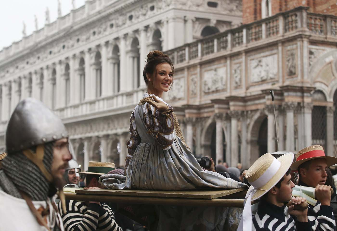 "The traditional ""Marie"", women wearing historical costumes, are carried during the ""Festa delle Marie"" procession in San Marco Square during the Venice Carnival January 30, 2016. REUTERS/Alessandro Bianchi"