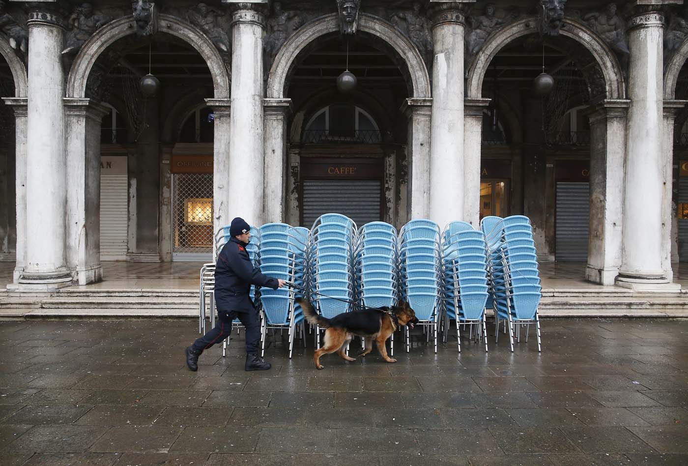 An Italian policeman patrols with his dog at San Marco Piazza during the Venice Carnival, January 31, 2016. REUTERS/Alessandro Bianchi