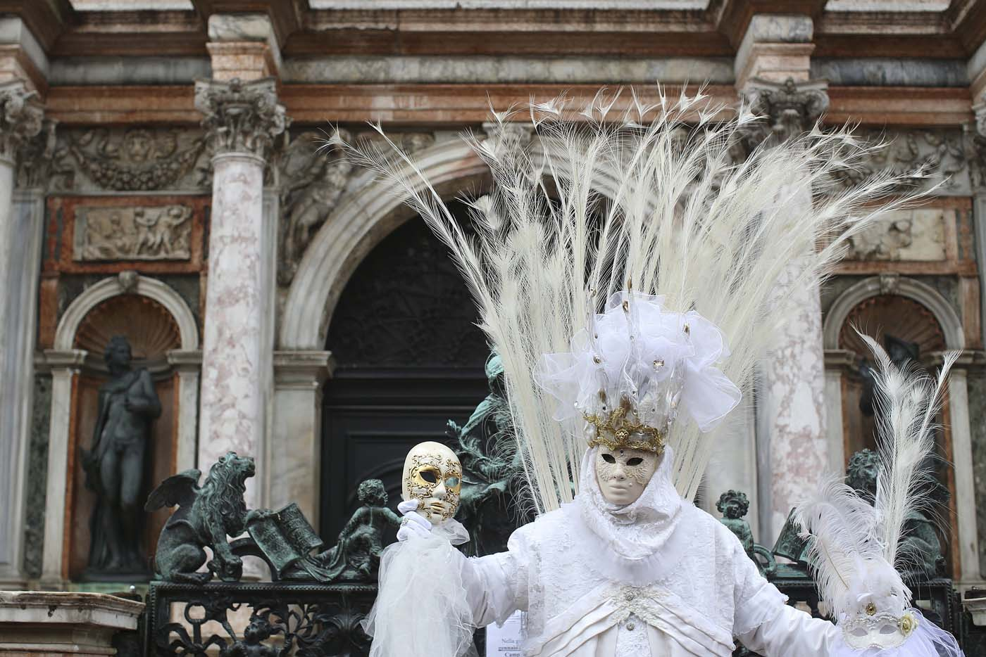 A masked reveller poses at San Marco Piazza during the Venice Carnival, January 31, 2016. REUTERS/Alessandro Bianchi