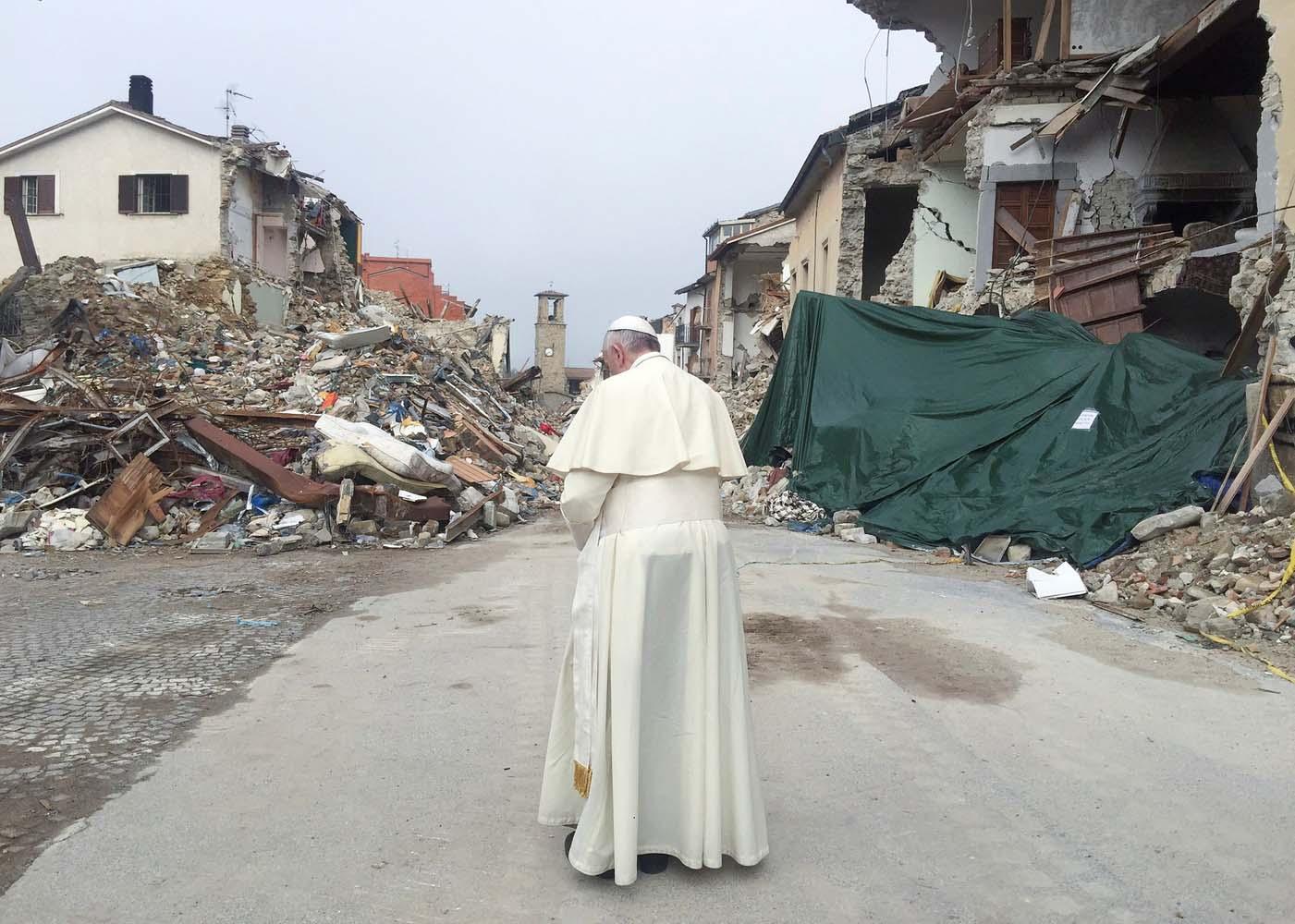 2016-10-04T094843Z_1874246857_S1BEUEZYOHAA_RTRMADP_3_ITALY-QUAKE-POPE