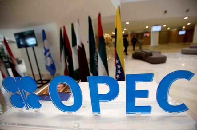 Logo de la Organización de Países Exportadores de Petróleo, Argel, Argelia, 28 sep, 2016. Funcionarios de miembros de la OPEP y de productores petroleros externos al grupo se reunieron el sábado para construir el apoyo a un plan de reducción del bombeo, un día después de que una cita entre los miembros del cartel no lograra llegar a acuerdo en la forma de implementar el pacto. REUTERS/Ramzi Boudina/Imagen de archivo
