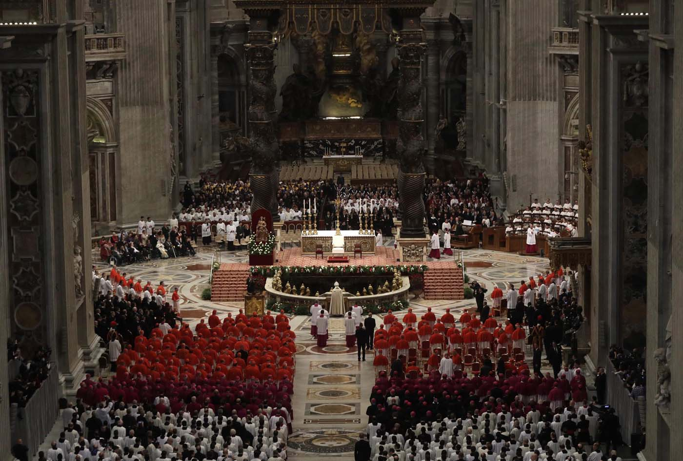 ALT109. Vatican City (Vatican City State (holy See)), 19/11/2016.- A general view of St. Peter's Basilica before the start of a Consistory ceremony in Vatican, 19 November 2016. Pope Francis has named 17 new cardinals, 13 of them under age 80 and thus eligible to vote in a conclave to elect his successor. (Papa) EFE/EPA/GREGORIO BORGIA/POOL