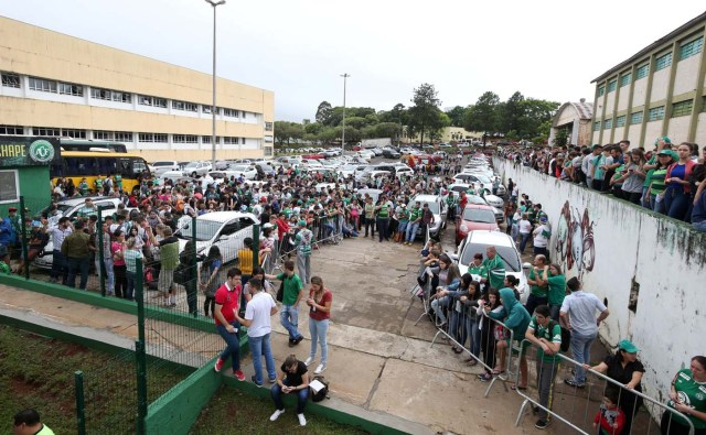 Fans of Chapecoense soccer team are pictured in front of the Arena Conda stadium in Chapeco, Brazil, November 29, 2016. REUTERS/Paulo Whitaker