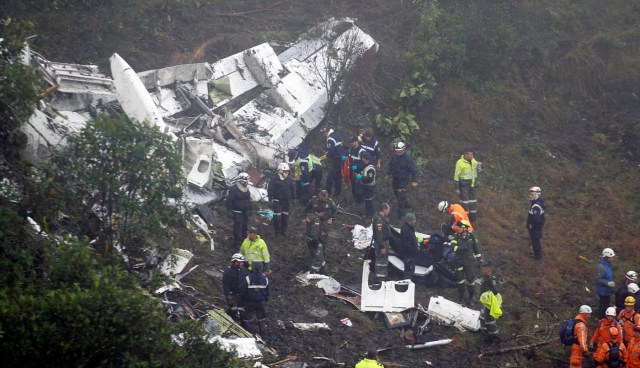 ATTENTION EDITORS - VISUAL COVERAGE OF SCENES OF INJURY OR DEATHRescue crew work in the wreckage from a plane that crashed into Colombian jungle with Brazilian soccer team Chapecoense near Medellin, Colombia, November 29, 2016. REUTERS/Fredy Builes TEMPLATE OUT