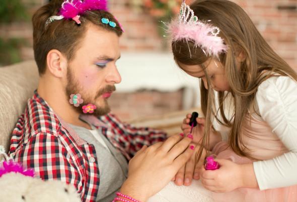 padres-jugando-con-sus-hijas-17