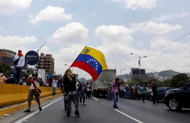 Demonstrators rally against Venezuela's President Nicolas Maduro's government in Caracas, Venezuela, April 10, 2017. REUTERS/Carlos Garcia Rawlins