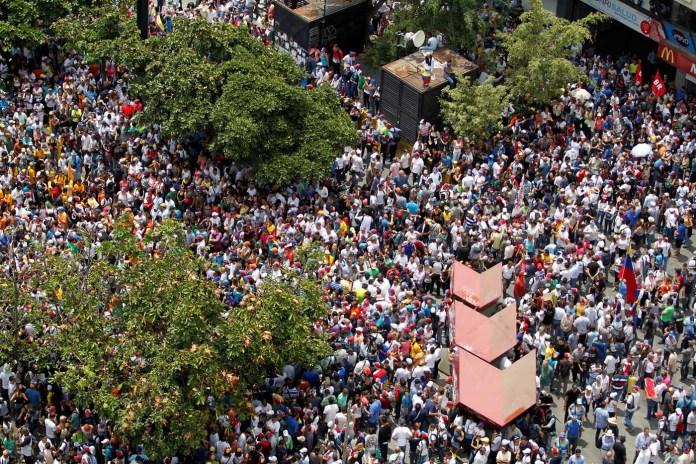 Demonstrators rally against Venezuela's President Nicolas Maduro's government in Caracas, Venezuela April 10, 2017. REUTERS/Christian Veron