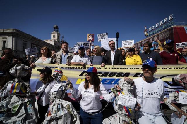 Venezolanos protestaron en madrid y recibieron apoyo de for Puerta del sol hoy en directo