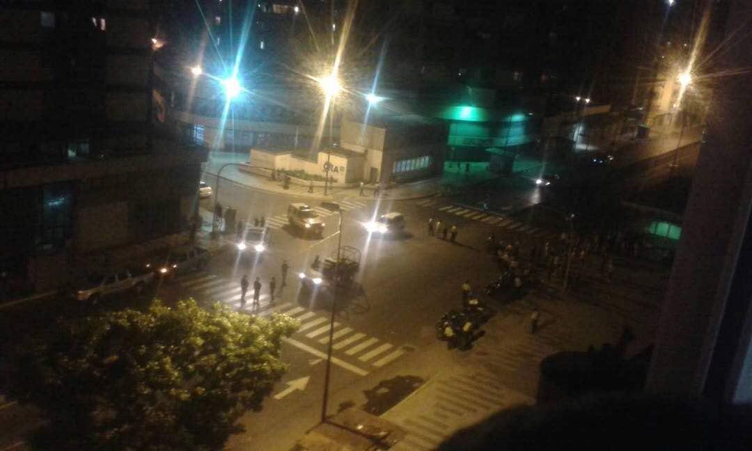 GN y paramilitares arremetieron contra manifestantes en San Martín a la altura de Capuchinos. Foto: Cortesía