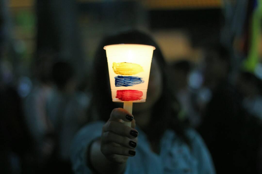 Vigilia en la Plaza Bolívar de Chacao este sábado 29 de abril. Foto: Régulo Gómez /Lapatilla