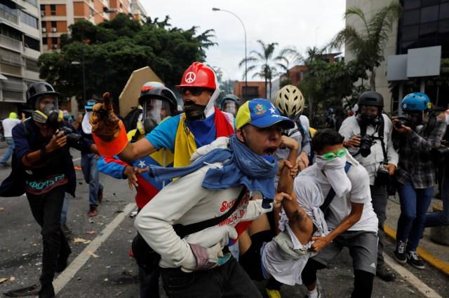 https://i1.wp.com/www.lapatilla.com/site/wp-content/uploads/2017/05/2017-05-03T210427Z_574630669_RC16B7048910_RTRMADP_3_VENEZUELA-POLITICS.jpg?resize=640%2C426&ssl=1