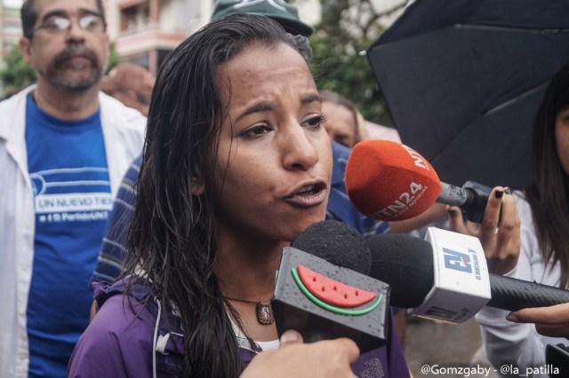 Con banderas, cruces y bajo la lluvia opositores se plantaron en Caracas