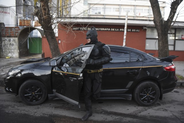 Argentine Batman, gets off his 'batmobile' as he arrives at the 'Sor Maria Ludovica' children's Hospital in La Plata, 60 kilometres south of Buenos Aires, on June 2, 2017.  The Argentine Batman has made La Plata children's hospital a target of laughter and treats against pain. / AFP PHOTO / Eitan ABRAMOVICH