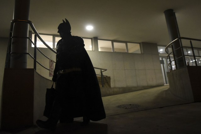 Argentine Batman leaves the 'Sor Maria Ludovica' children's Hospital in La Plata, 60 kilometres south of Buenos Aires, on June 2, 2017.  The Argentine Batman has made La Plata children's hospital a target of laughter and treats against pain. / AFP PHOTO / Eitan ABRAMOVICH