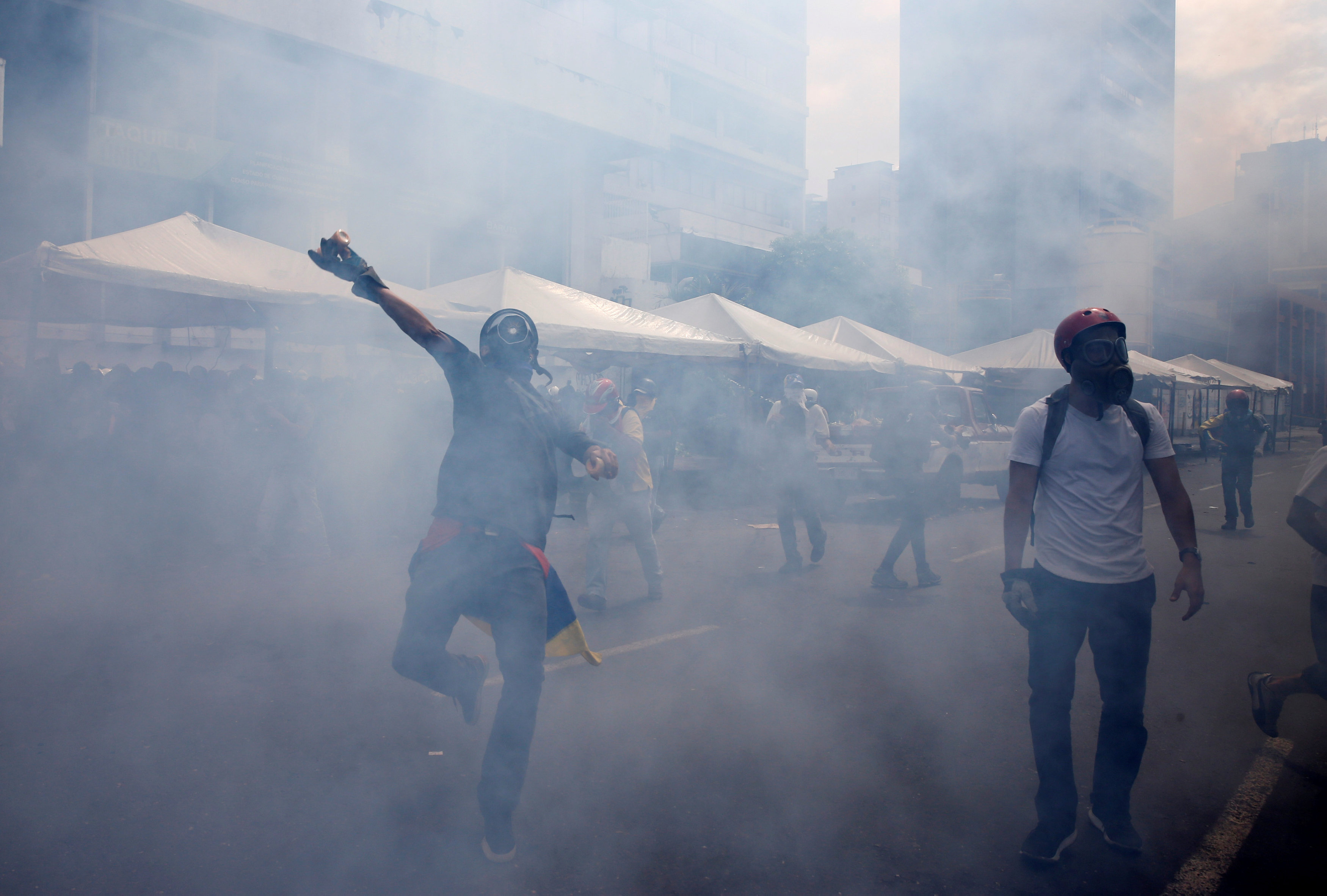 Demonstrators clash with riot security forces while rallying against Venezuela's President Nicolas Maduro in Caracas, Venezuela, June 10, 2017. REUTERS/Ivan Alvarado