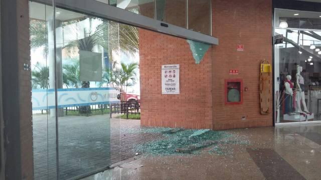 GNB causó destrozos en el centro comercial Orinokia de Puerto Ordaz. Foto: @Watcher_Ven