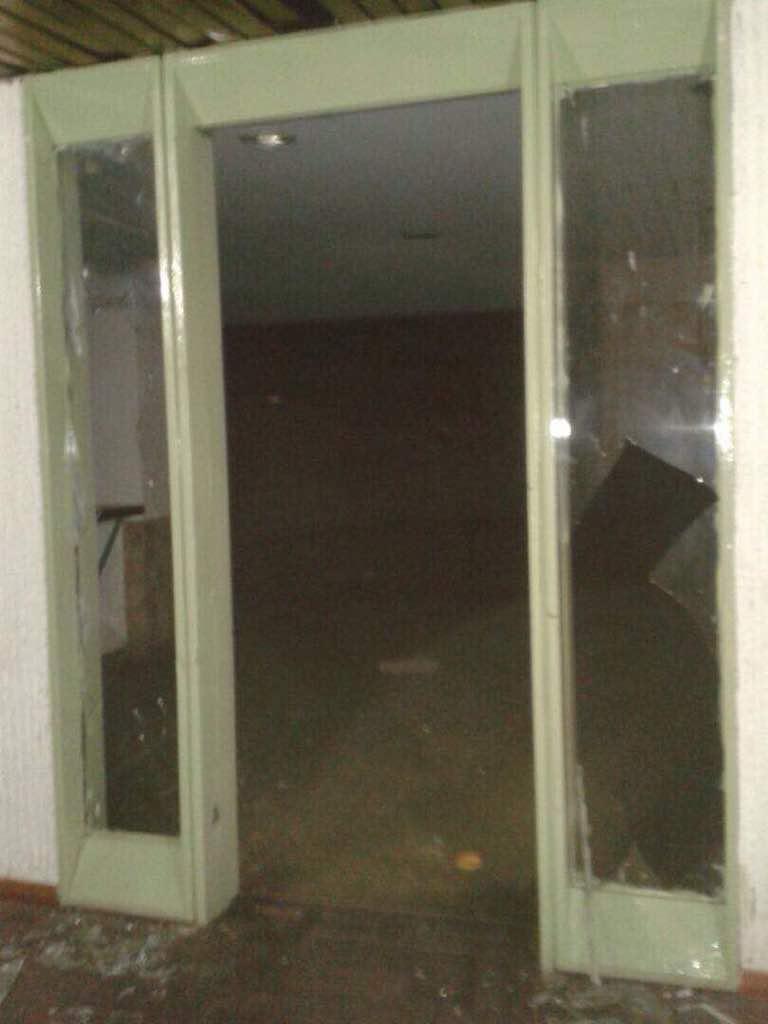 Destrozos en las residencias Los Verdes en El Paraíso. Fotos: Cortesía