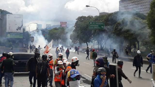 La GNB reprime a opositores en al menos cuatro de los once puntos de concentración en Caracas. Foto: Luis Gonzalo Pérez