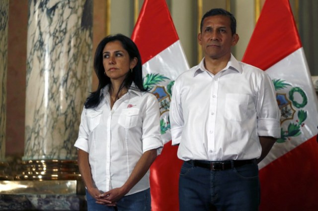 En la imagen de archivo, el expresidente de Peru Ollanta Humala y su esposa, Nadine Heredia, durante una ceremonia en el Palacio de Gobierno en Lima, Perú, July 30 2015. REUTERS/ Mariana Bazo