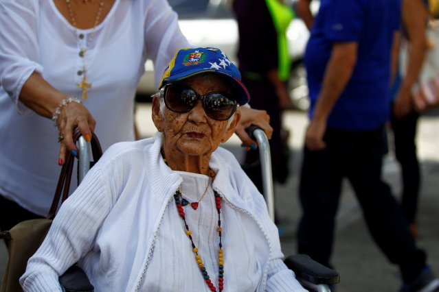 A woman arrives to cast her vote at a polling station during an unofficial plebiscite against Venezuela's President Nicolas Maduro's government and his plan to rewrite the constitution, in Caracas, Venezuela July 16, 2017. REUTERS/Christian Veron