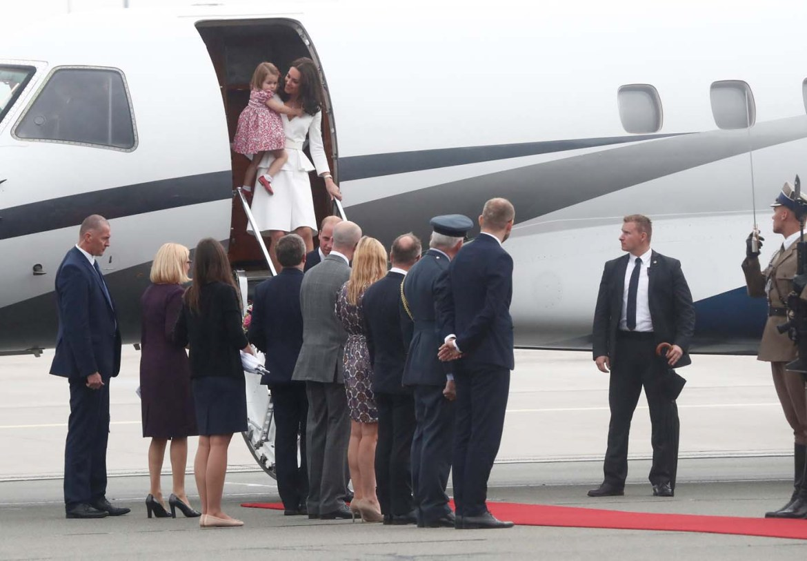 Prince William, the Duke of Cambridge, his wife Catherine, The Duchess of Cambridge and Princess Charlotte arrive at a military airport in Warsaw, Poland July 17, 2017. REUTERS/Kacper Pempel