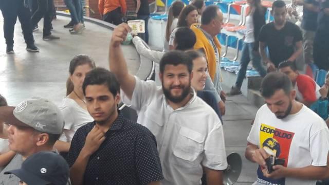 El alcalde de El Hatillo participa en la consulta popular / Fotos: Eduardo Ríos - La Patilla
