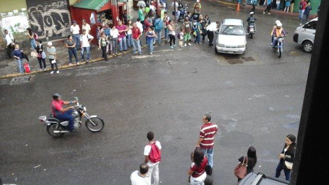 Foto: En las Minas de Baruta también protestan por el aumento del pasaje / Cortesía