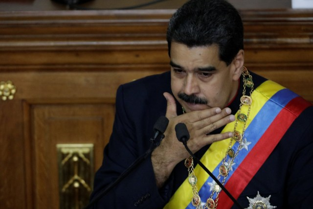 Venezuela's President Nicolas Maduro gestures as he speaks during a session of the National Constituent Assembly at Palacio Federal Legislativo in Caracas, Venezuela August 10, 2017. REUTERS/Ueslei Marcelino