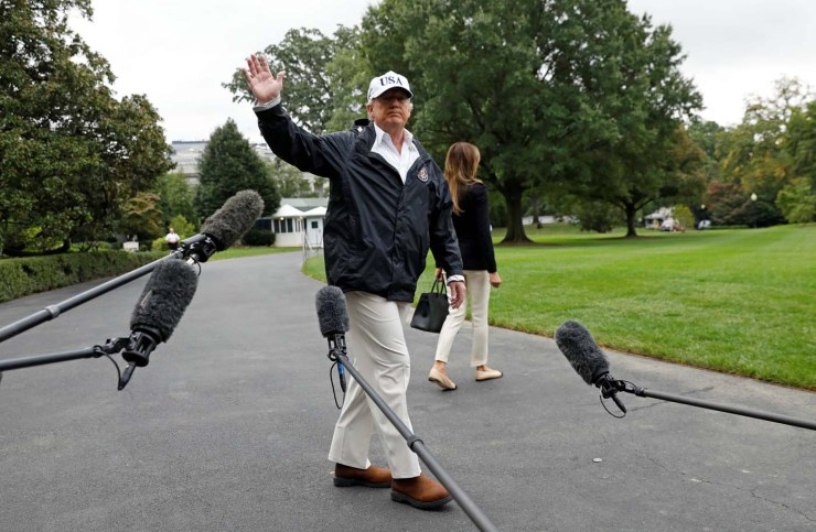 U.S. President Donald Trump waves after speaking to reporters as he and First Lady Melania Trump depart the White House in Washington on their way to view storm damage in Florida, U.S., September 14, 2017. REUTERS/Kevin Lamarque