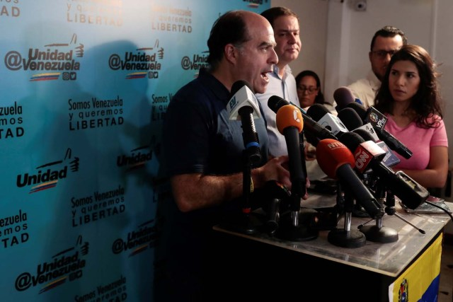 Julio Borges (L), president of the National Assembly and lawmaker of the Venezuelan coalition of opposition parties (MUD) talks to the media during a news conference in Caracas, Venezuela, September 16, 2017. REUTERS/Marco Bello