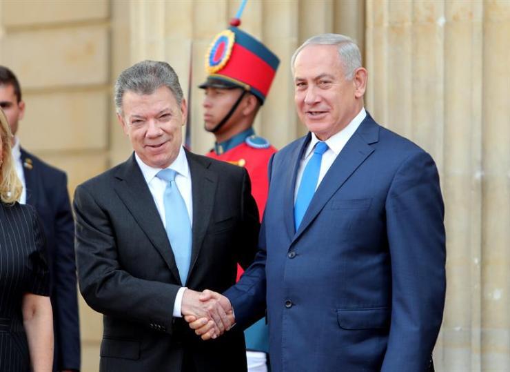 El presidente colombiano Juan Manuel Santos, junto a su homólogo de Israel, Benjamín Netanyahu (Foto: EFE)