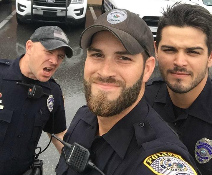 """Foto: Los """"policías más sexies"""" de Florida causaron furor en Facebook en medio del huracán Irma"""