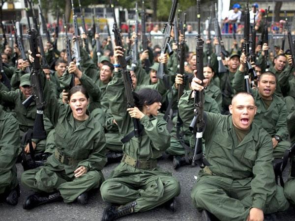 Infobae: Maduro ordenó armar a millones de obreros