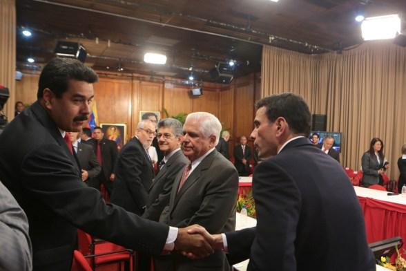 FOTO  REUTERS/Miraflores Palace/Handout via Reuters