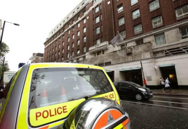 Policía afuera del Hotel Cumberland