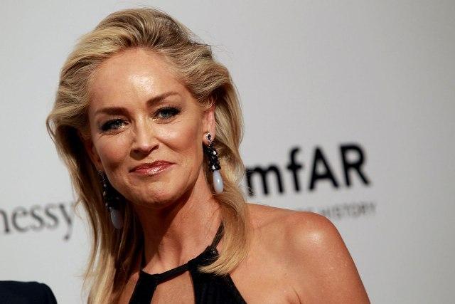 """SHARON STONE 1 - Sharon Stone confesó que un productor la presionó para que se acostara con un coprotagonista de """"Bajos Instintos"""""""