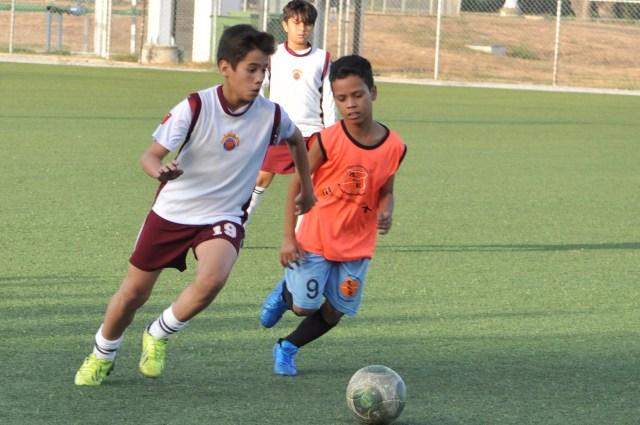 Escuela de Futbol Jua Arango dicto clinica a la Esc de Futbol Atle Valencia- FOTOS- Carlos Villasana   (1)