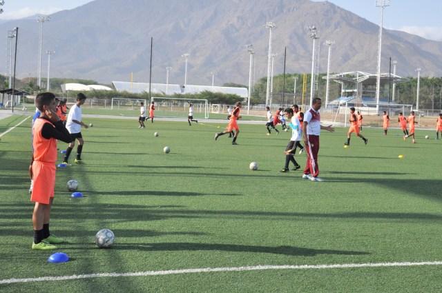 Escuela de Futbol Jua Arango dicto clinica a la Esc de Futbol Atle Valencia- FOTOS- Carlos Villasana   (7)