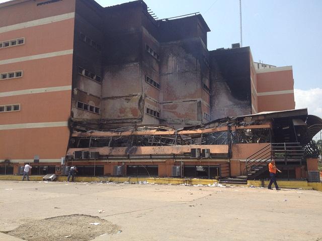 Panorámica de la Universidad Fermín Toro en Barquisimeto luego del incendio intencional el 06 de mayo de 2014 / Foto Alfredo Alvarez