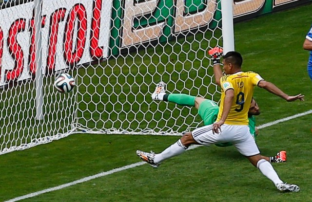 Colombia's Gutierrez scores past Greece's goalkeeper Karnezis during their 2014 World Cup Group C soccer match at the Mineirao stadium in Belo Horizonte