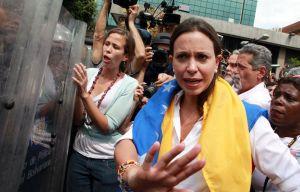 Maria-Corina-Machado-Parlamento-Gobierno_LNCIMA20140401_0135_29