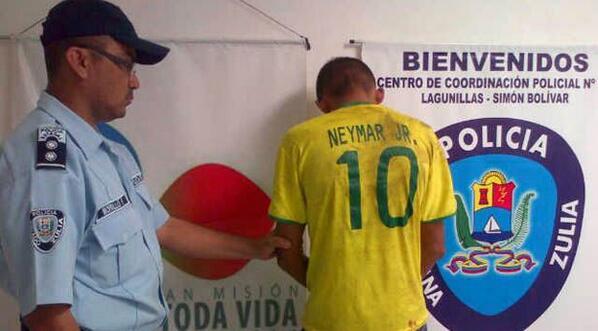 atracador-camisa-neymar