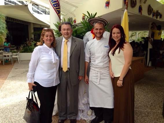 El Consejero de la Embajada de Colombia Germán Castañeda, la Agregada de Prensa Rocío Prieto, el chef colombiano Charly Otero y la coordinadora de la muestra Pamela Lozano.