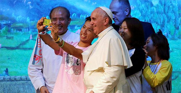 selfie papal