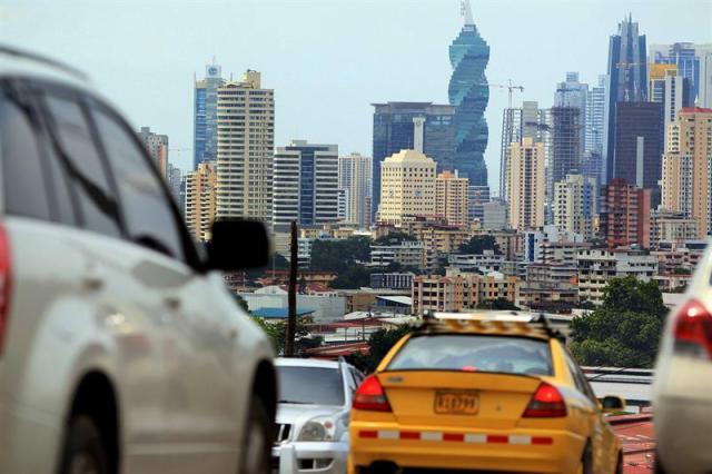Vista panorámica de la Ciudad de Panamá hoy, miércoles 3 de septiembre de 2014, donde el Gobierno de Panamá presentará el próximo martes a la Asamblea Nacional el proyecto de presupuesto para 2015 por 19.566,4 millones de dólares, un 7 % más alto que el de este año, informó hoy una fuente oficial. EFE/Alejandro Bolívar