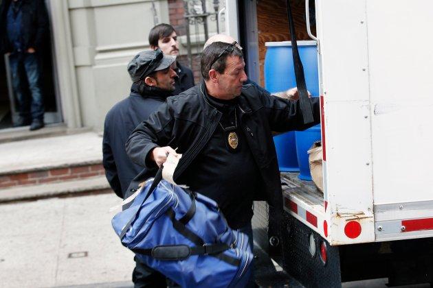Trabajadores limpian el apartamento donde vive el doctor Craig Spencer en Nueva York (Foto Reuters)