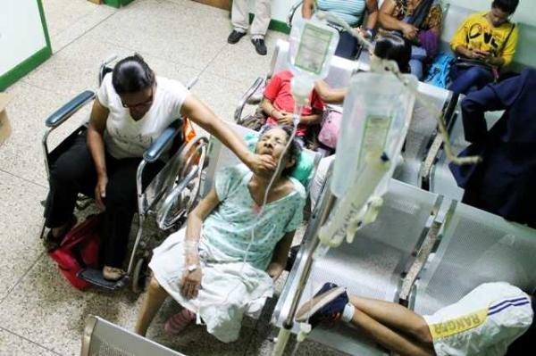Al menos cuatro pacientes fueron atendidos en horas de la mañana de ayer bajo estas condiciones en el hospital. Foto: Carlos Álvarez
