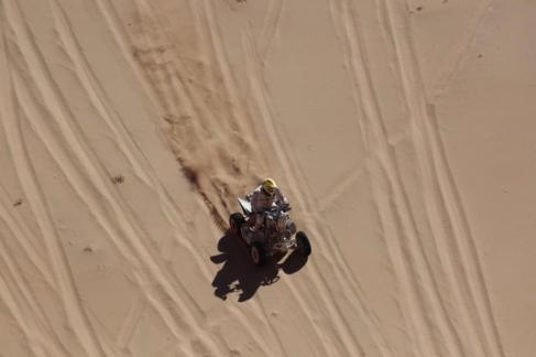 Foto: El piloto Kees Koolen, durante una etapa del Dakar / elmundo.es